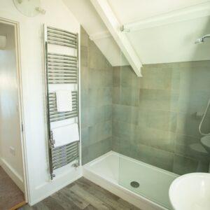 10 Sandpipers master bedroom en suite 3