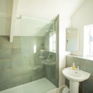6c Sandpipers master bedroom en suite (triple)