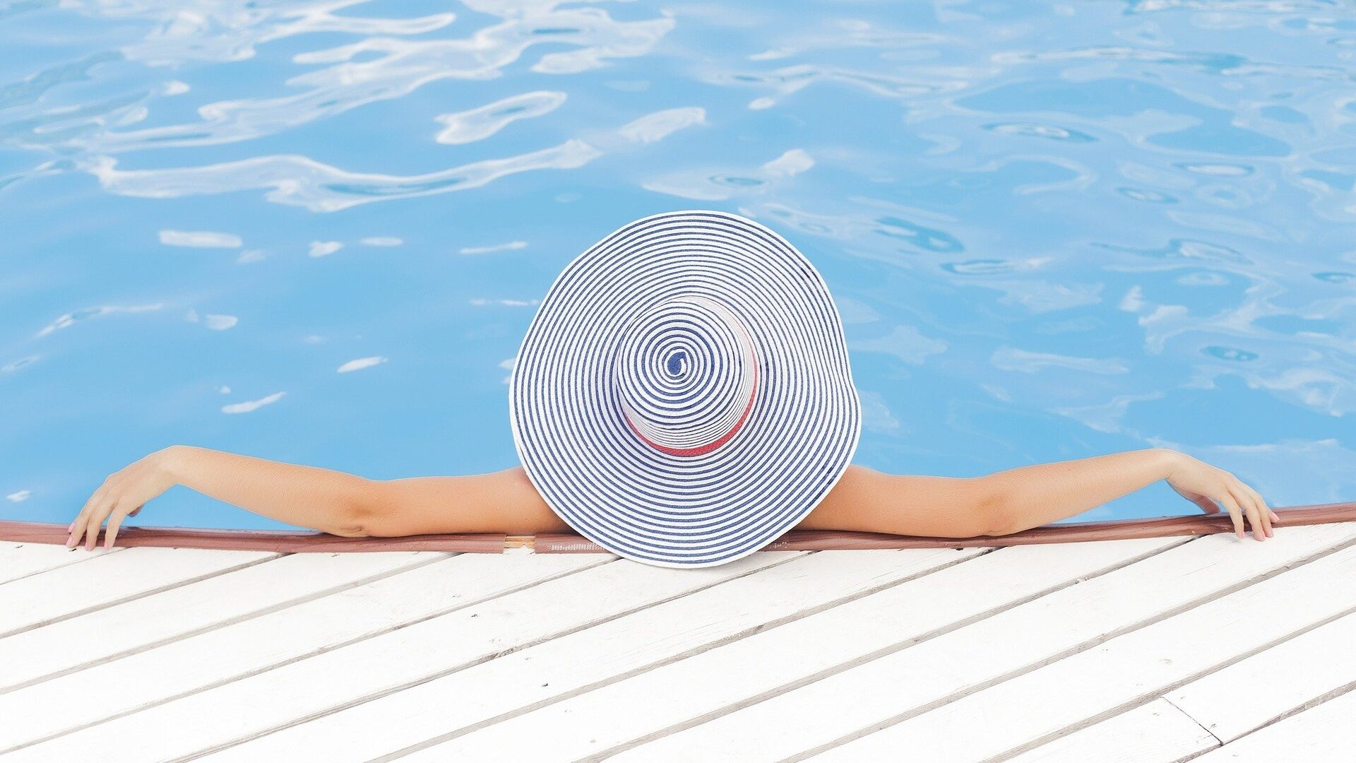 Pool Hat Relax